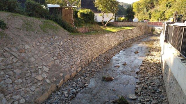 Eschbach - tiefergelegt und neue Ufermauern